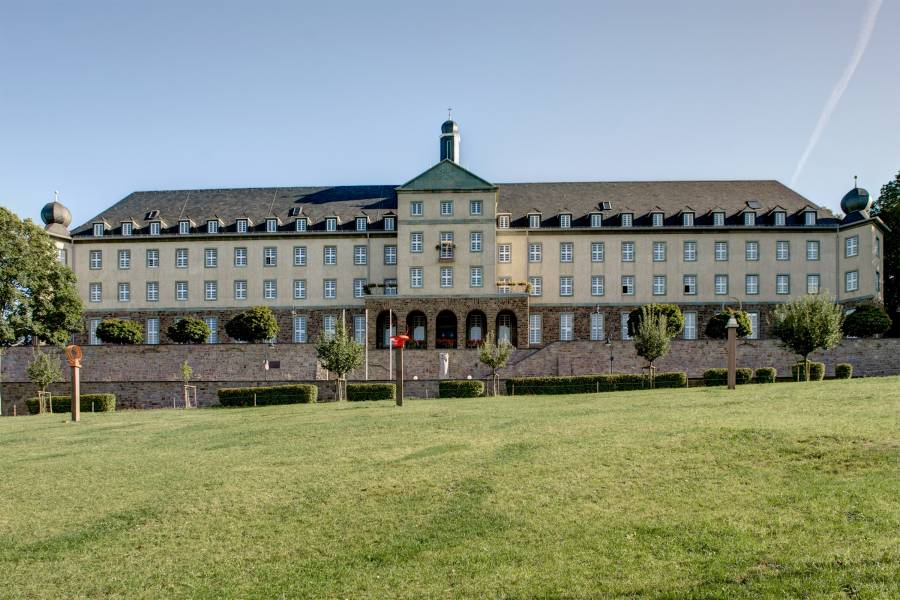 Kardinal-Schulte-Haus, Bensberg<br><small class='stackrow__imagesource'>Foto: Mich.kramer (CC BY-SA 3.0)</small>