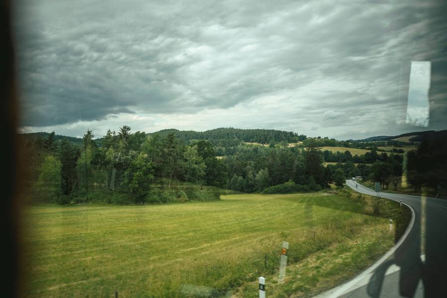 Blick aus dem Pendlerbus von Strakonice nach Aicha vorm Wald.<br><small class='stackrow__imagesource'>Foto: Florian Bachmeier / n-ost</small>